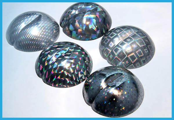 球体の素材にホログラム転写を施した例